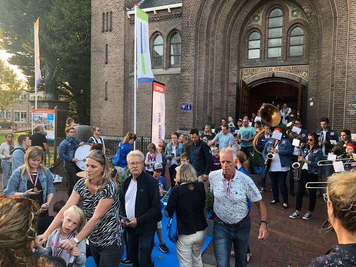 De avondvierdaagse nieuwe stijl in Steenbergen is uitermate goed ontvangen door de deelnemers.