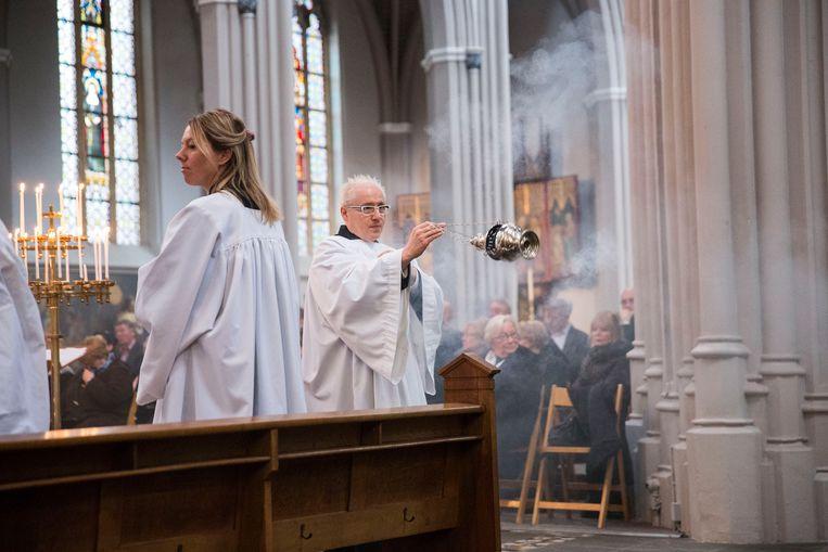 Een eucharistieviering in de Sint Jozefkerk in Tilburg, 17 januari 2017. Beeld Arie Kievit