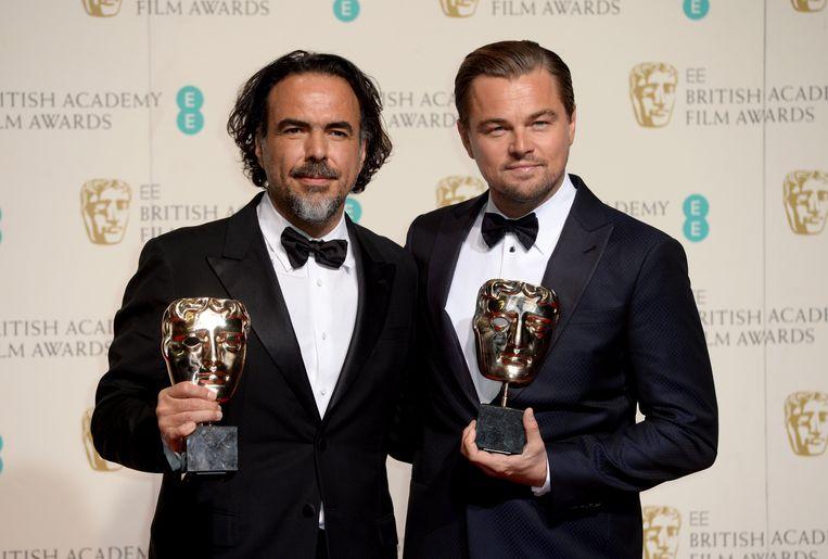 Regisseur Alejandro Inarritu (links) met acteur Leonardo DiCaprio. Hun film 'The Revenant' was de grote winnaar van de Bafta's. Beeld photo_news