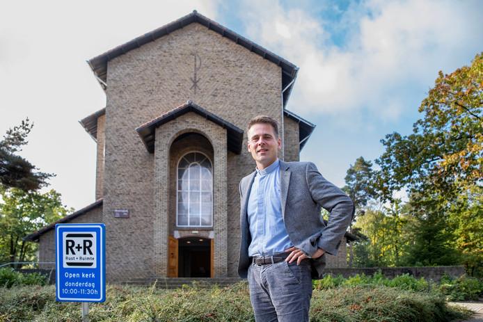 Theo Pieter de Jong van de Beatrixkerk opent op donderdagen de kerk voor eenzame mensen.