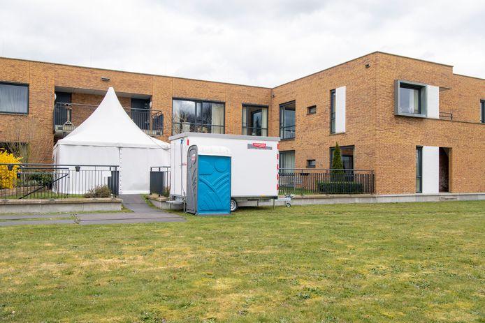 De triage-tent bij 't Vlierhuis in Ommen