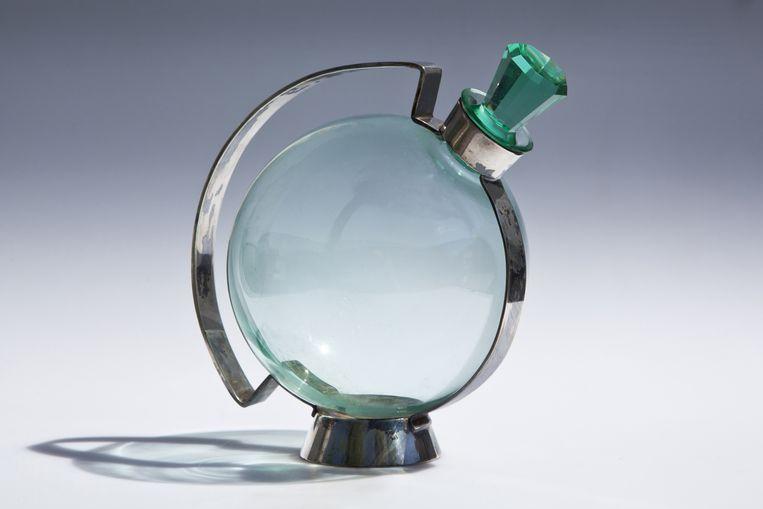 Karaf van A.D. Copier. Nationaal Glasmuseum. Beeld TRbeeld