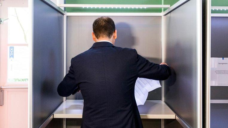 Lodewijk Asscher van de PvdA bracht in een stemlokaal in oost zijn stem uit Beeld anp