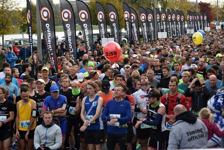 Maar liefst 1500 deelnemers stonden klaar om 42 kilometer te lopen.