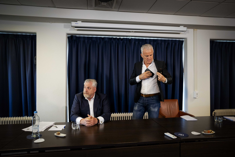 Strafrechtadvocaat Peter Schouten en misdaadverslaggever Peter R. de Vries houden een persconferentie over ontwikkelingen in het Marengo-proces.  Beeld ANP