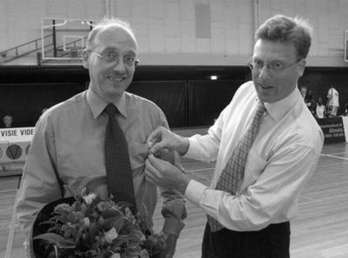 Jan Steenhagen (links) werd ter gelegenheid van de 25ste editie van het White Diamonds Toernooi benoemd tot Ridder in de Orde van Oranje Nassau.