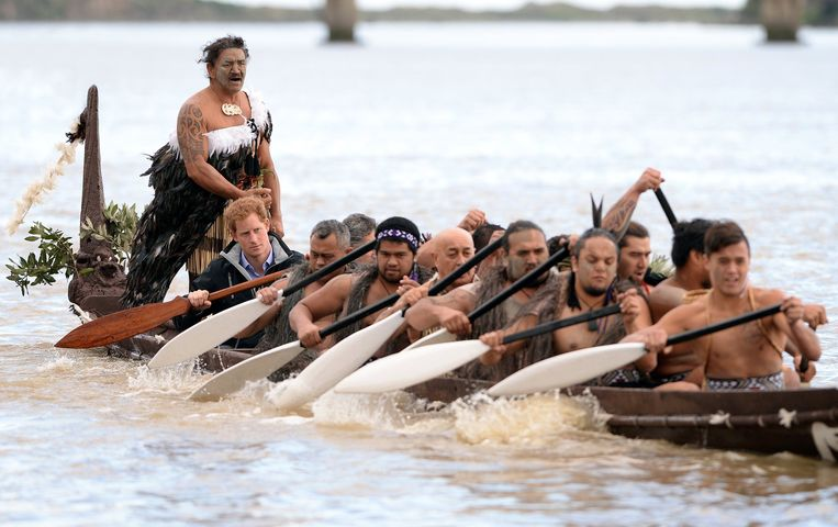 De Britse prins Harry bezocht de Maori in 2015 en maakte een boottocht over de Whanganui-rivier. Beeld Photo News