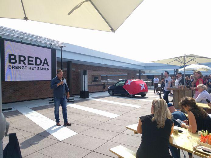 Breda brengt het samen. Dé nieuwe slogan voor de stad, die 7 juli werd gepresenteerd op het dak van het station van Breda in het kader van het Verhaal van Breda.