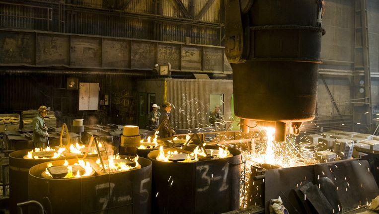 Fabriekshallen van staalbedrijf Nedstaal in Alblasserdam. Beeld anp