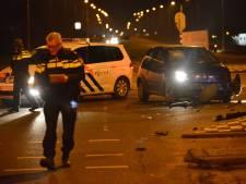 Veel schade bij aanrijding met twee wagens op Moerlaken in Breda