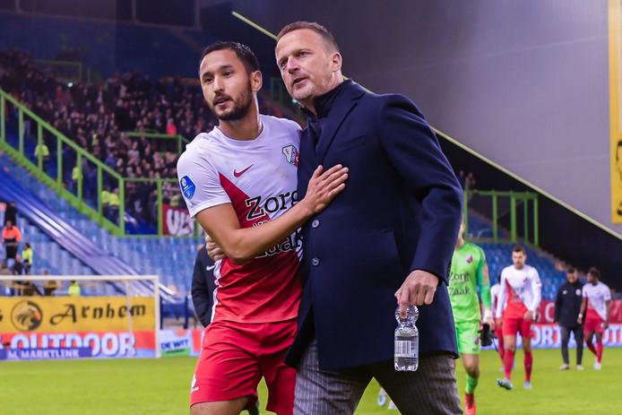Trainer John van den Brom (r) met Mark van der Maarel, die ook tegen PSV in de basis begint.
