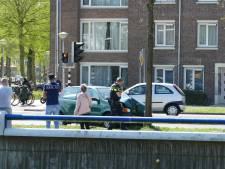 Auto knalt tegen boom op Ringweg Kruiskamp