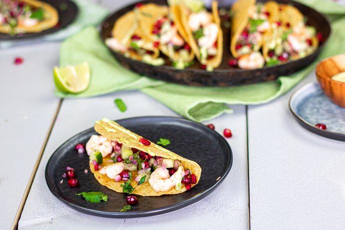 Taco's met garnalen en granaatappelsalsa