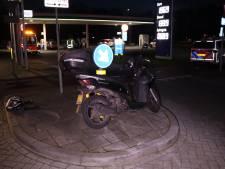 Scooter en auto botsen in Barneveld: één gewonde