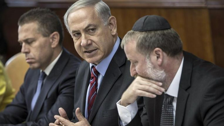 Netanjahoe, zondag tijdens de kabinetsvergadering. Beeld reuters