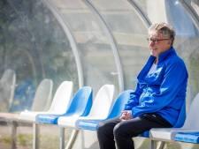 Bijna 80, maar voetbaltrainer Piet Croes staat nog iedere week met plezier op het veld