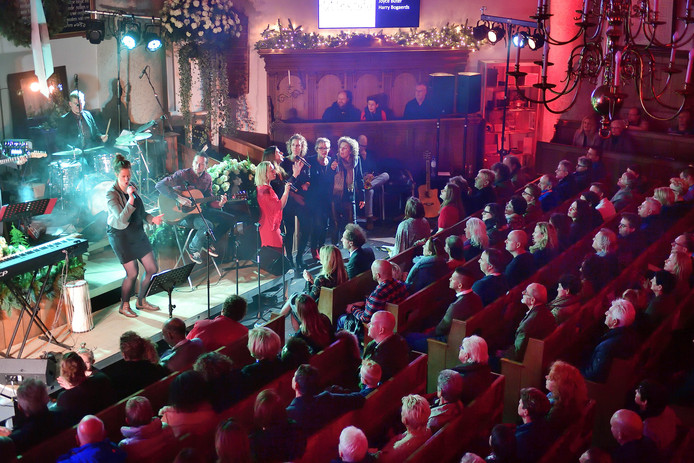 Kerstvoorstelling B!RTH in 2016. Harry en Joyce zingen en spelen 'Let Love Rule' van Lenny Kravitz in de Willemstadse Koepelkerk.
