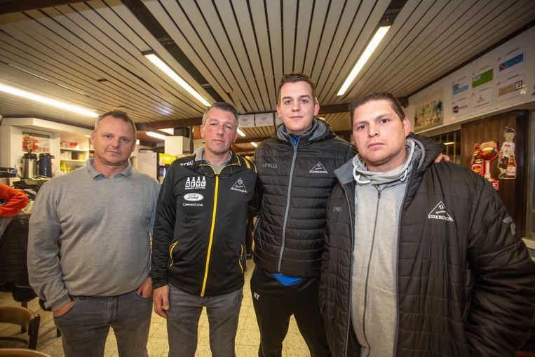 Voorzitter Geert Everaet (tweede van links) met Danny Hertveldt, Jelle Tielemans en Werner Baeyens die ook achter de joyrider op zoek gingen.