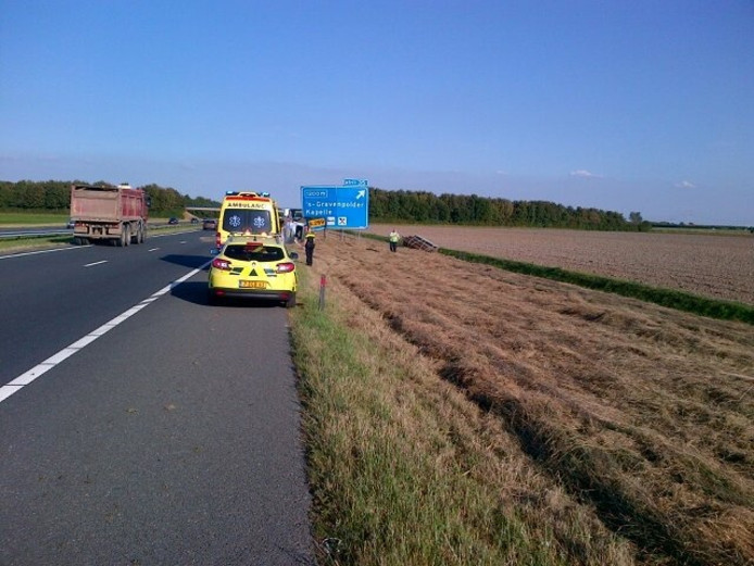 Omgevallen bus op de A58