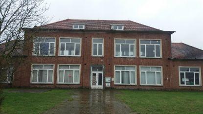 Vlaams-Brabant geeft 20.000 euro voor bouw polyvalente ruimte in oude jongensschool in Tildonk