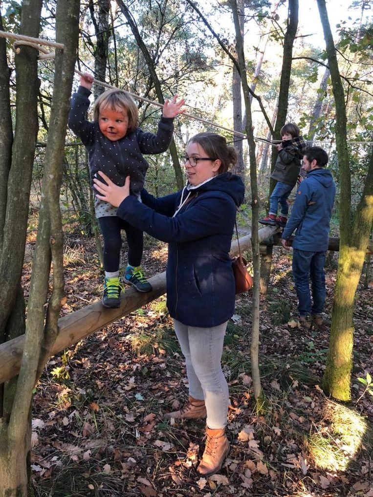 Kinderen spelen op de Mosten.