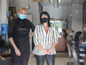 """Sowenda (27) van kapsalon So'Hair in Roosdaal steekt tijdens laatste openingsweekend extra tandje bij: """"Sinds de persconferentie staat de telefoon roodgloeiend"""""""