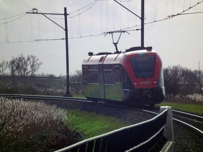 Een Qbuzz-trein op de Merwedelingelijn