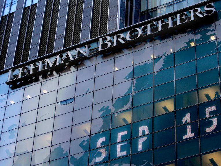 De Amerikaanse zakenbank Lehman Brothers vroeg op 15 september 2015 het faillissement aan. De val luidde de start van de bankencrisis in.