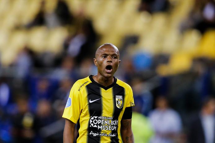 Thulani Serero tijdens het duel van Vitesse met PEC Zwolle. Het is de laatste wedstrijd van de Zuid-Afrikaan in Arnhemse dienst geweest.