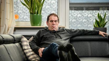 """Scheidsrechter krijgt klappen na uitdelen rode kaart in Antwerps liefhebbersvoetbal: """"Plots kreeg ik een karatetrap op de borst."""""""