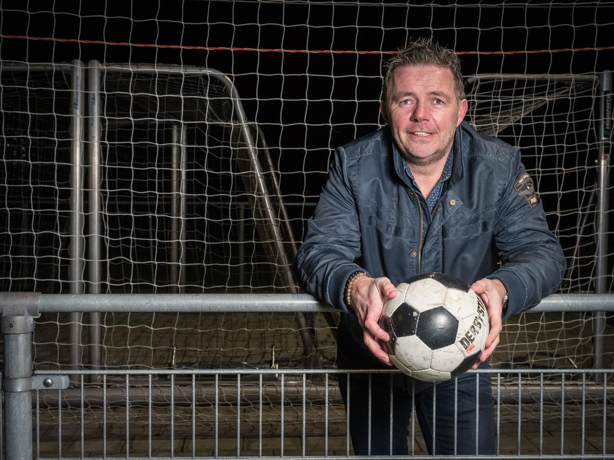 Voetbal is voor Bert de Best een goede en leuke afleiding.