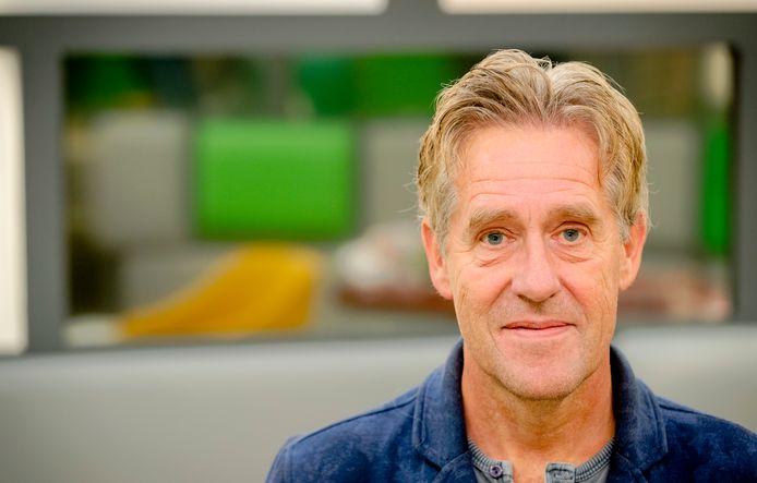 Cabaretier Peter Heerschop brengt vrijdag in Apeldoorn een ode aan het onderwijs.