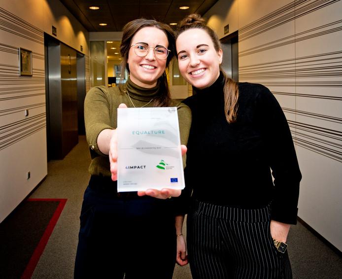 Ondernemers en tweelingzussen Charlotte (links) en Fleur Melkert krijgen een investering van 1 miljoen euro