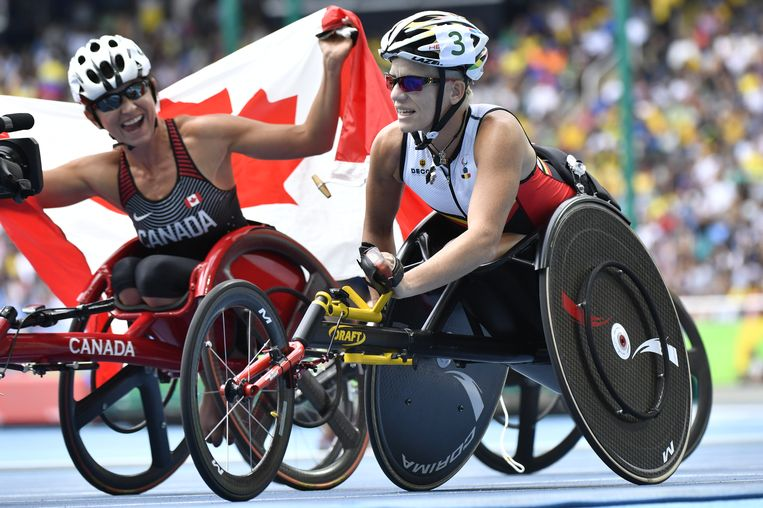 Marieke Vervoort naast de Canadese winnares, Michelle Stilwell.