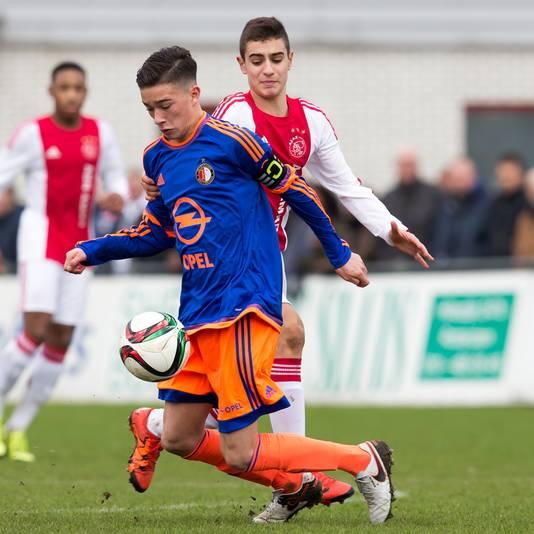 Jordy Wehrmann aan de bal voor Feyenoord B1.