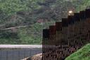 Een stukje muur vlakbij de grens bij de Mexicaanse stad Tijuana.