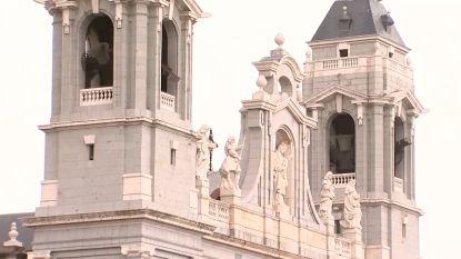 Klokken luiden 48 uur na brand in Notre-Dame