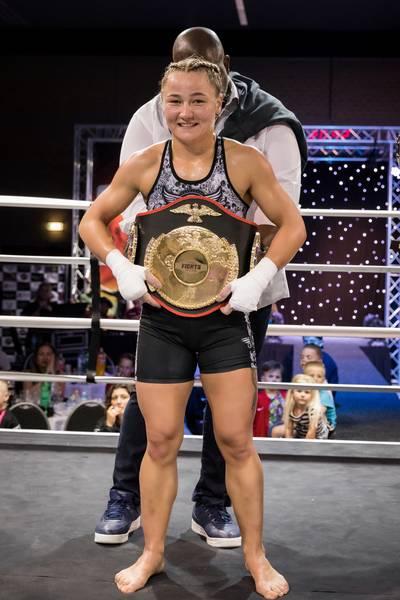 Gepeste kickbokser Naomi Tataroglu (20) sleept wereldtitel binnen