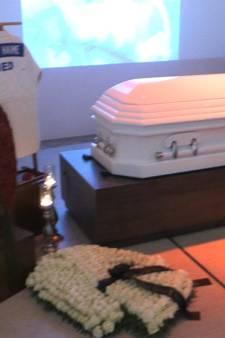 Enorm veel belangstelling voor crematie Clay (15)