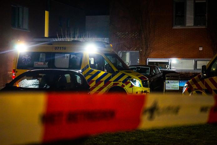 Bij een geweldincident in Wageningen is een bewoner overleden en zijn twee begeleiders van de RIBW gewond geraakt.