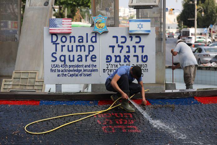 Le nettoyage de la fontaine du square Trump en Israël