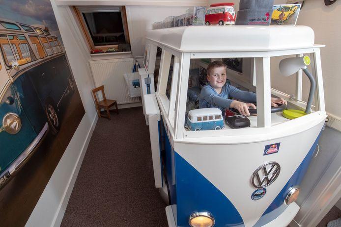 Mart van Voorst in zijn slaapkamer.