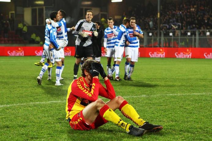 Go Ahead Eagles werd gisteravond uitgeschakeld in het nationale bekertoernooi door aartsrivaal PEC Zwolle. Pas drie minuten voor een penaltyserie aan zou breken, gingen ze in de verlenging onderuit: 2-3, tot verdriet van ondermeer Guyon Philips