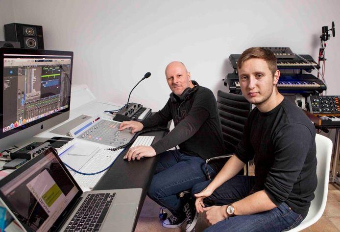 Steven 'UnionSteve' De Bondt en Alexander 'Dmunsch' Diemunsch in de studio.