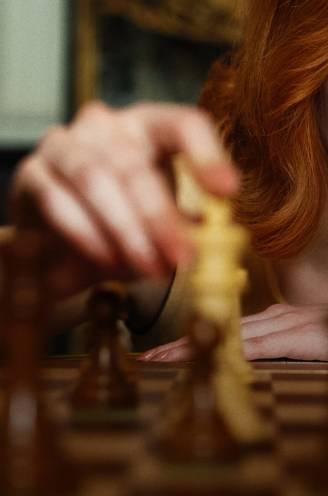 Nu weer hip dankzij Netflix en corona: hoe schaken wereldnieuws werd door controversiële schaakkampioen