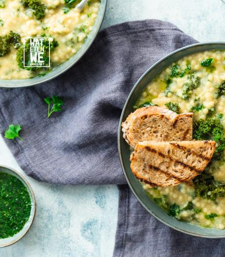 Wat Eten We Vandaag: Romige groentesoep met parelcouscous en peterselie-olie