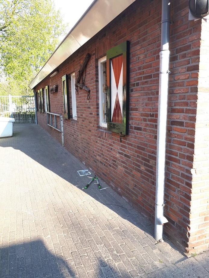 Bij de inbraken bij de visclub en de stadsboerderij zijn onder andere grasmaaiers en bladblazers gestolen.