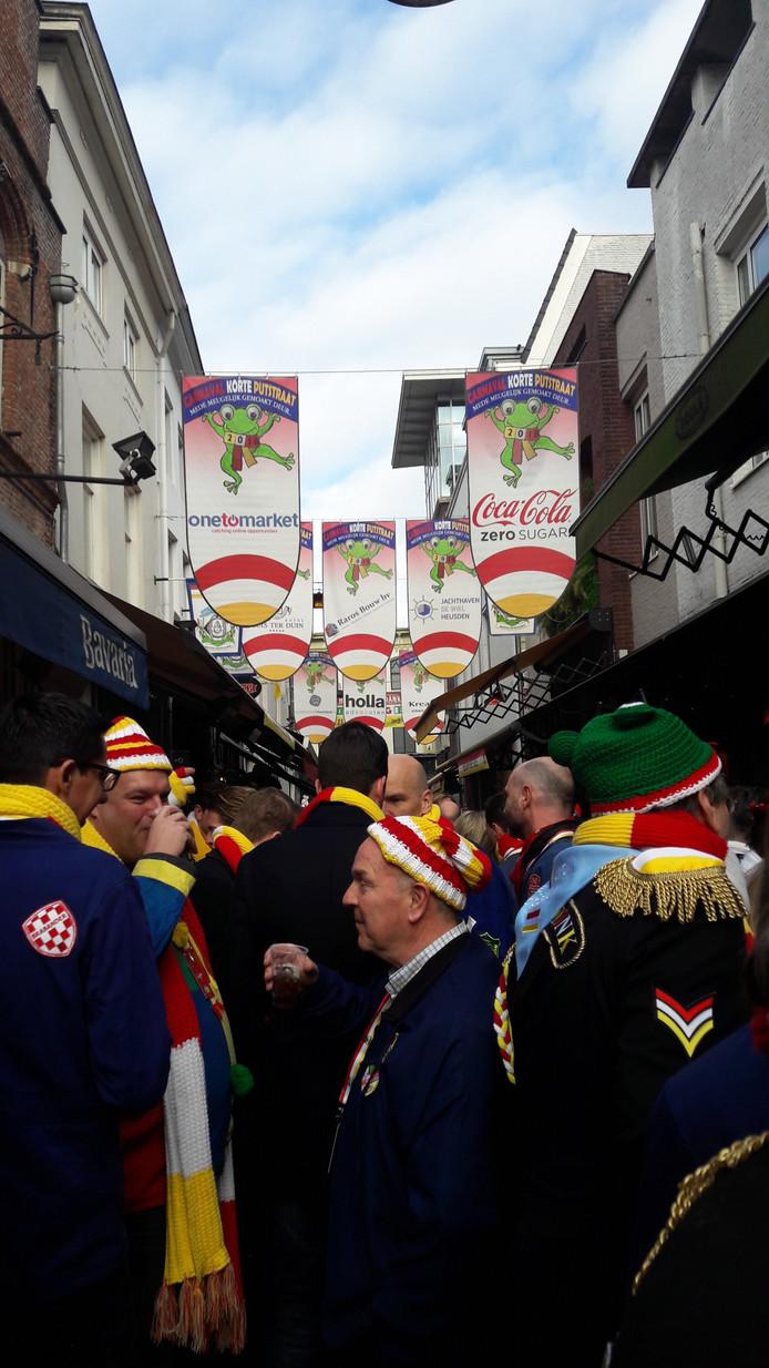 Roet Korte Put trapt het carnaval af