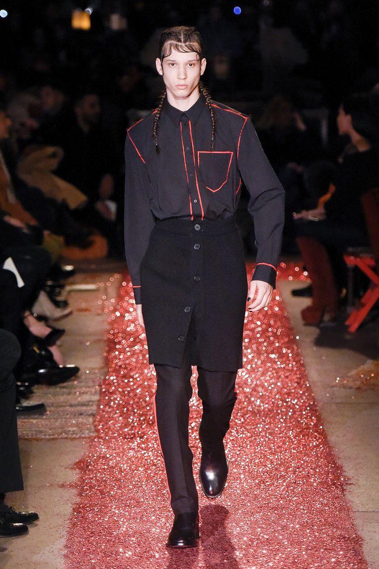 Een mannenrok van Givenchy. Beeld Team Peter Stigter