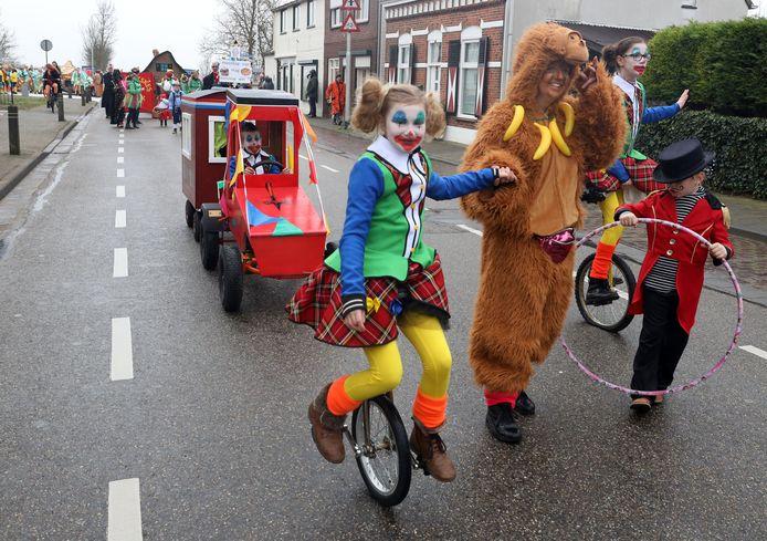 Het kindercircus op pad op Rapenburg
